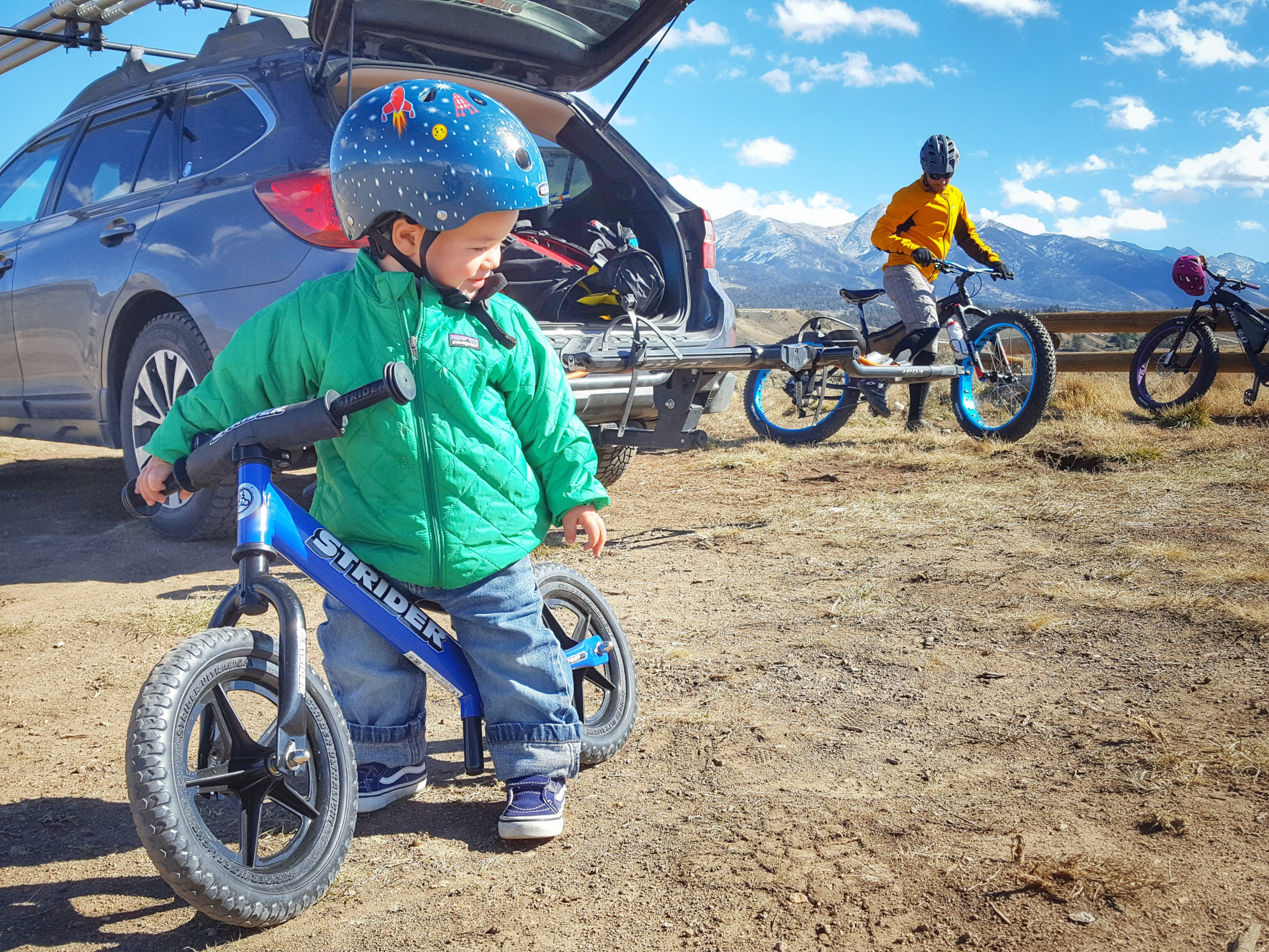 Toddler on blue 12 Sport ready to ride the trails with Dad
