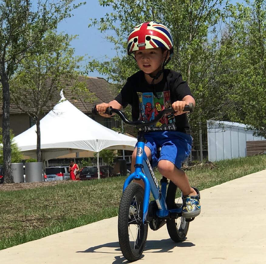 child riding Strider 14x balance bike